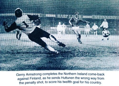 Malcolm Brodie - 100 Years of Irish Football [Blackstaff Press Ltd (Jun 1980)]